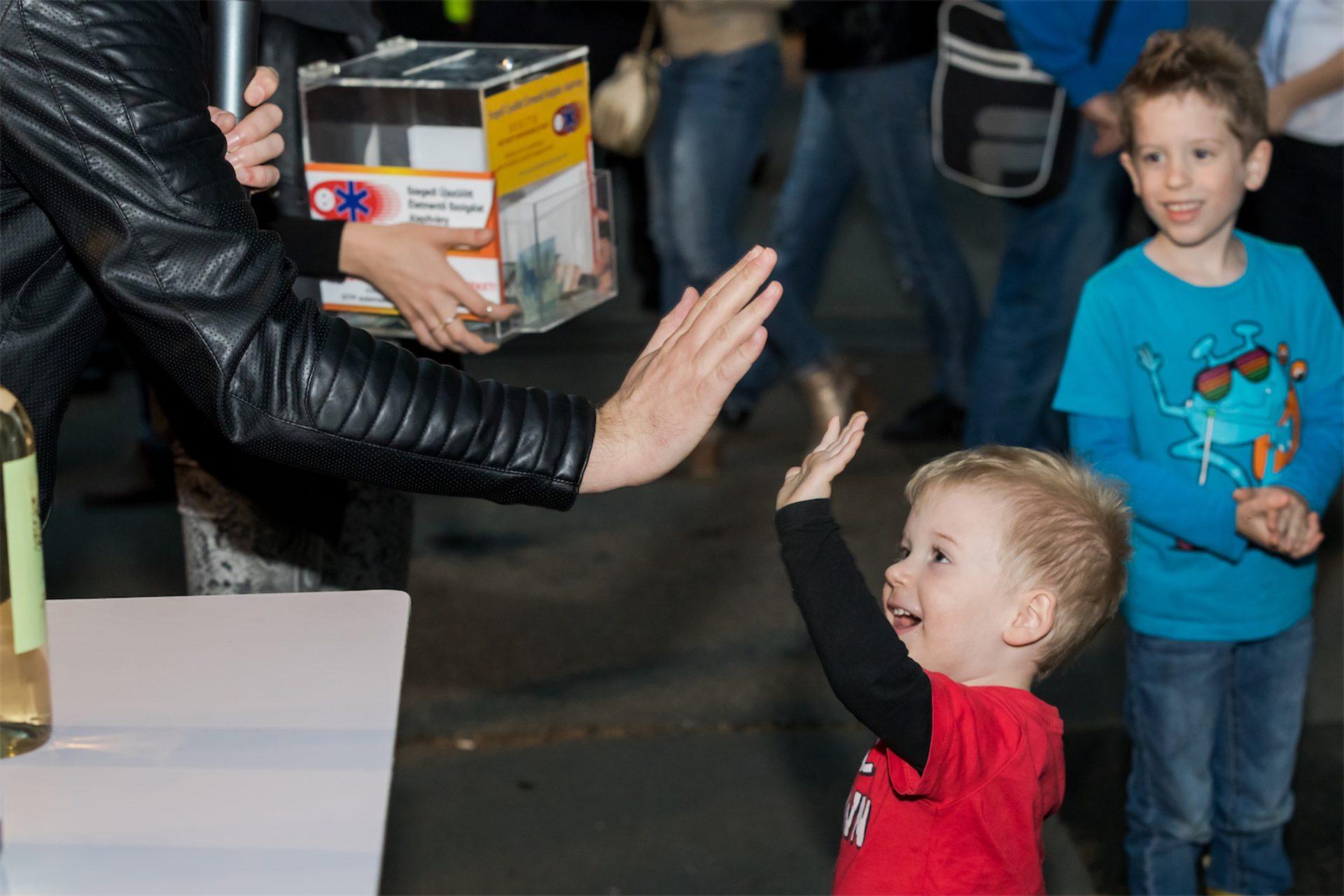 Többszázezer forint gyűlt össze a Szegedi Újszülött Életmentő Szolgálatnak
